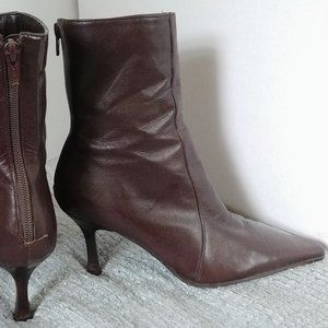 Aldo's Women's Pointy brown ankle boots